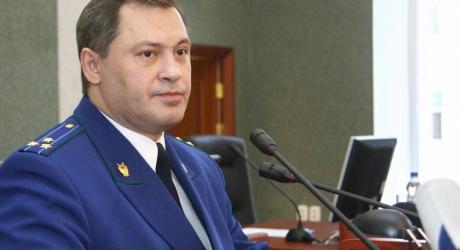 Основной версией гибели прокурора Астраханской области пока считают неосторожное обращение с оружием